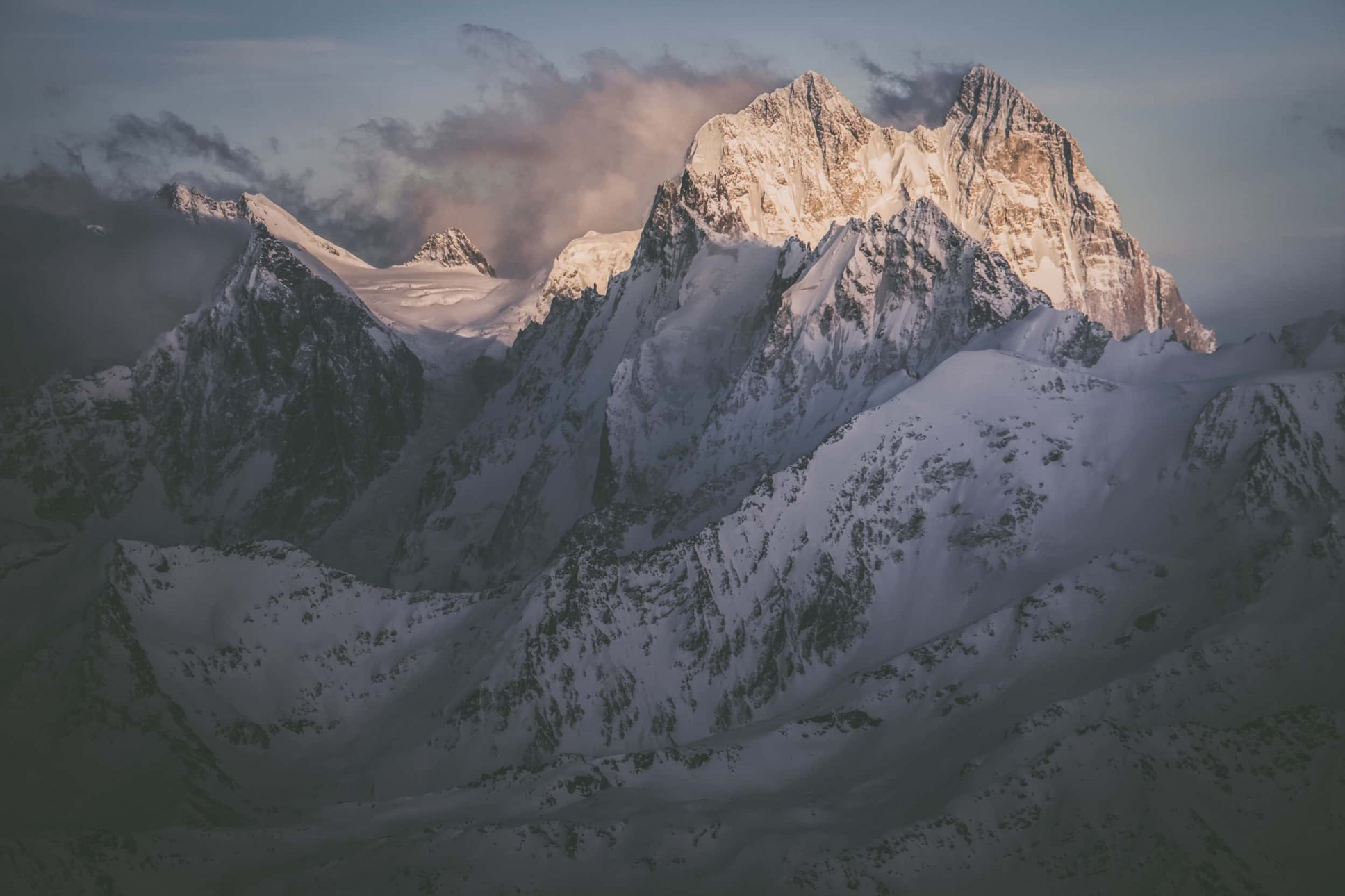 Elbrus und sein schöner Bruder Ushba Vreni vom Berg Elbrus-1